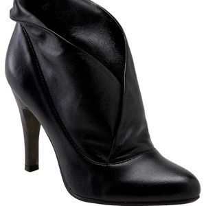 Report Black Leather booties